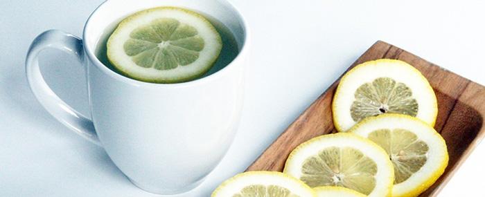 Bí quyết chăm sóc da nhạy cảm 1: Uống nước chanh hàng ngày