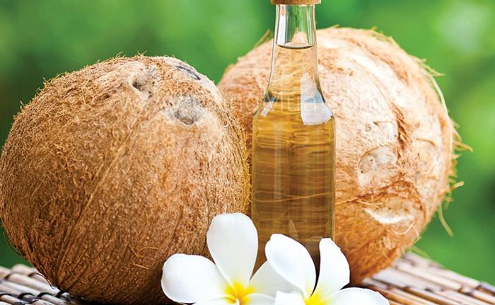 Bí quyết chăm sóc da nhạy cảm 5: Làm ẩm da với dầu dừa