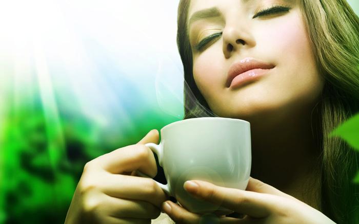 Bí quyết chăm sóc da nhạy cảm 9: Tập thói quen uống trà xanh