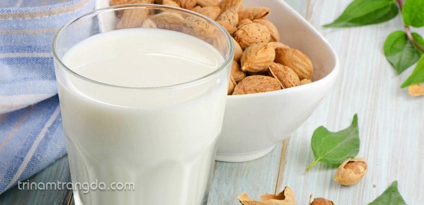 mặt nạ hạnh nhân và sữa để trị tàn nhang và dưỡng ẩm cho da