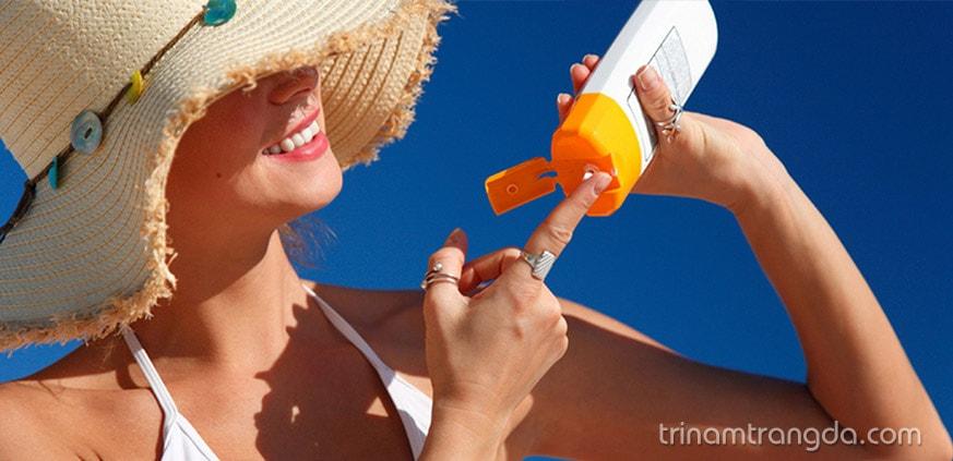 Lựa chọn chống nắng phù hợp với da mụn ẩn